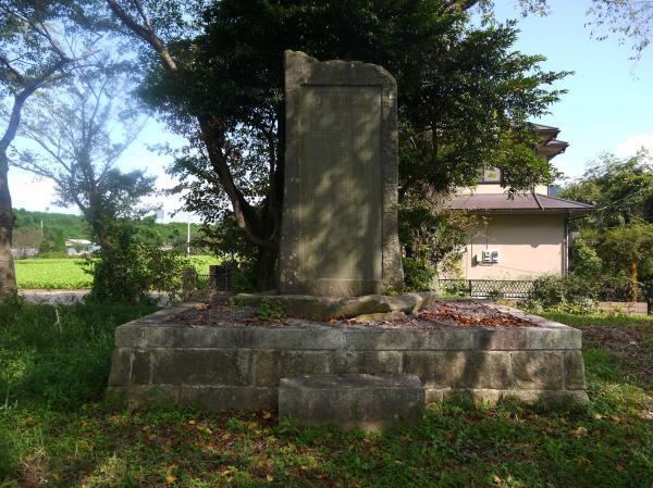 『顕彰碑』の画像
