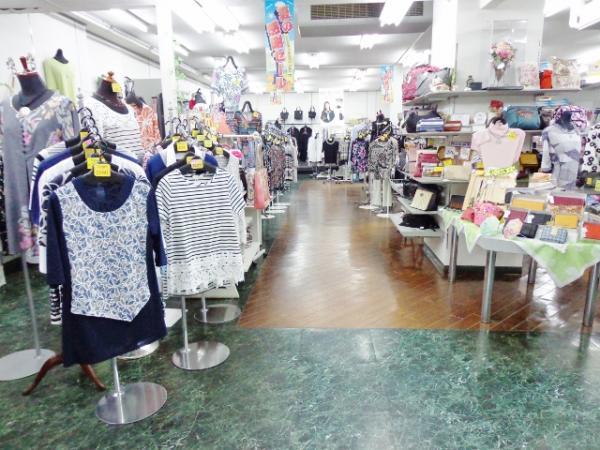 『タサキ洋品店 内装』の画像