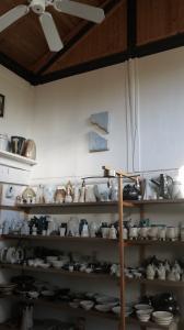 『ローランド・サクセの陶房 展示』の画像
